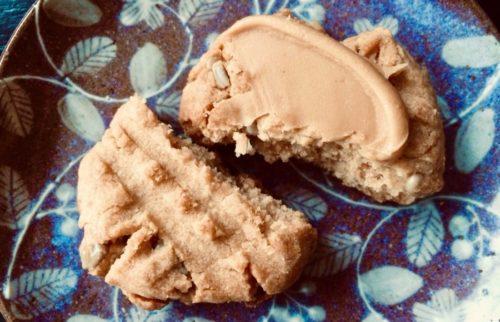 ピーナッツバタークッキーにピーナッツバター